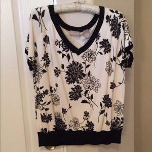 NWOT Soft black & cream sweater
